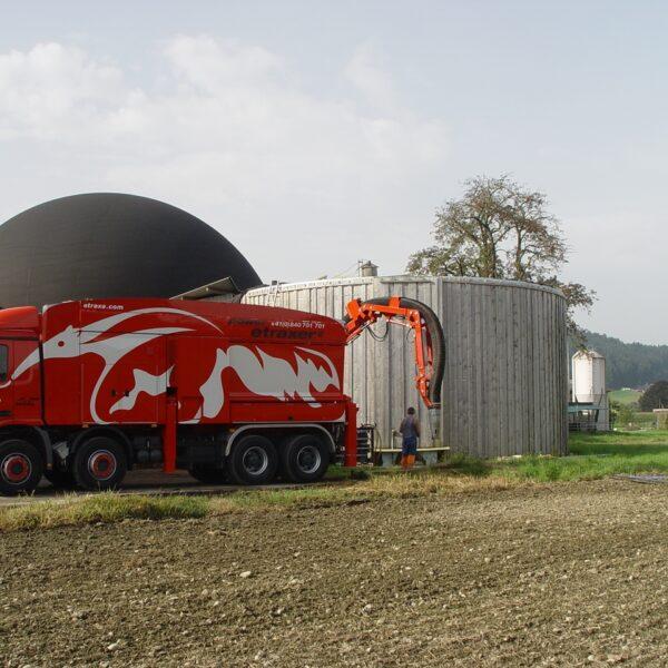 Saugbagger etraxa Entleerung Biogastank